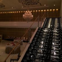 披露宴ゴールドの登場階段