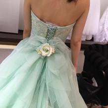 2Fがカラードレス。