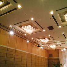 披露宴会場は天井がすごく高い