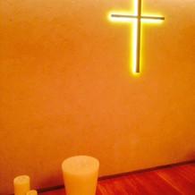 チャペルの十字架も鮮やか