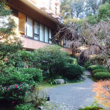 日本庭園が広がり、外に出る事も可能