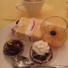 ウエディングケーキとデザートブッフェ