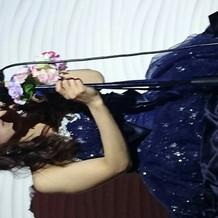 カラードレスはネイビーにしました。