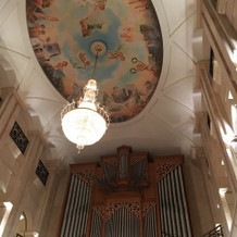 一階挙式会場の天井