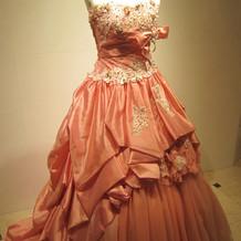 上品なピンクのドレス