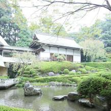 お庭と神殿
