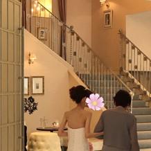 ロビーや階段の様子です。