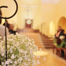 チャペル装花はカスミソウ