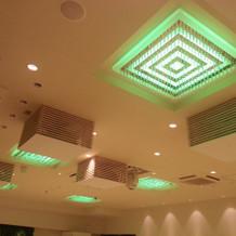 会場の照明は好きな色にできます