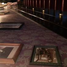 階段壁に写真を飾ることも可能