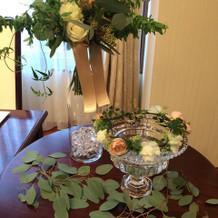 ブーケや花冠。フェアなのに生花!