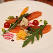 お料理(パレスホテル伝統のサーモン)