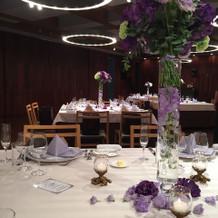 テーマの紫のテーブルコーデ