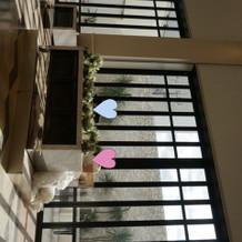 披露宴会場の大きな窓