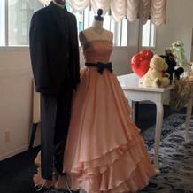 フェアで展示していたドレスとタキシード