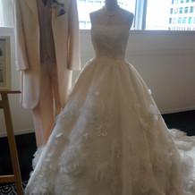 フェアで展示していたドレスとタキシード2