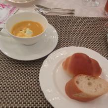 フェアでのスープとパン