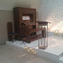 チャペル内ピアノ
