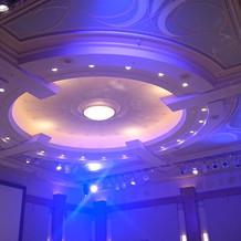 披露宴会場、光の演出