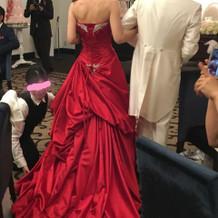 カラードレスの後ろ