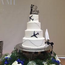 飛行機デザインのケーキ