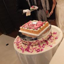 ウエディングケーキ装花