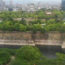窓からは大阪城がみえます