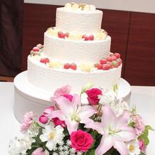 ウエディングケーキo(^_-)O