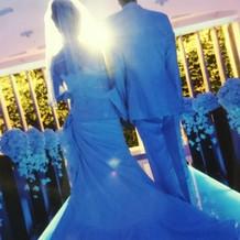 チャペルで白ドレスの撮影