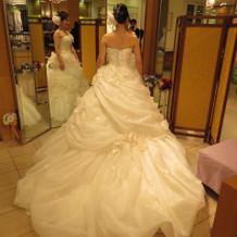前撮り用のウェディングドレス