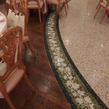 披露宴会場の椅子、床