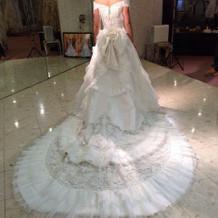白ドレス試着2