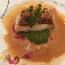 白身魚の下にあるソースがとてもおいしい
