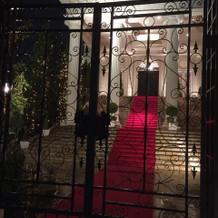 ヴィクトリアハウスの大階段(夜)