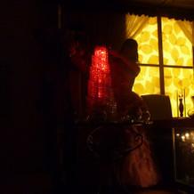赤は発光の広がりは少ないがロマンチック