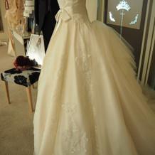バックラインが素敵なドレス