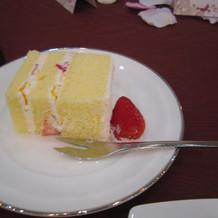ウエディングケーキ切り分け分