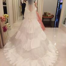 ロングトレーンのドレス