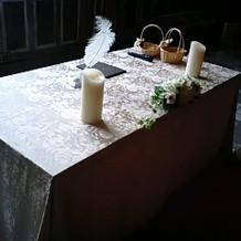 新郎新婦が署名に使用するテーブル