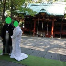 社殿の前で、ふたりでの写真。