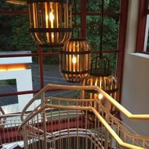 チャペルから披露宴会場に続く螺旋階段