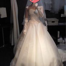 ウエディングドレス正面の写真です。