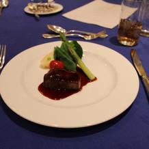 メインの牛ヒレ肉のステーキ