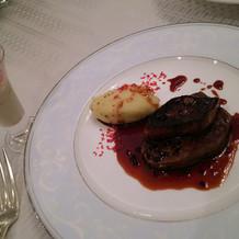 牛ステーキ、フォアグラ、トリュフソース