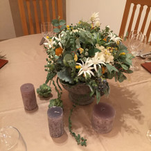 テーブルの装花とキャンドル