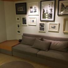 新婦控え室のソファ