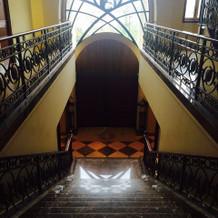 外へ続く階段