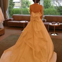 ドレスは取り寄せてくれます。