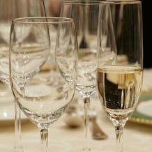 乾杯時のシャンパン