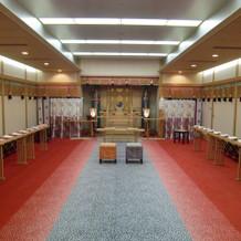 厳かな神殿